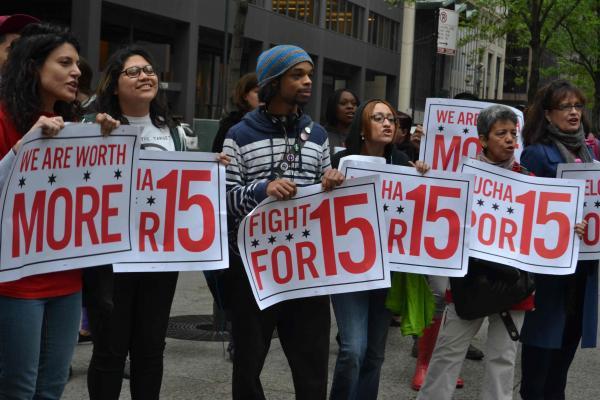 The world of low-wage workers     El mundo de los trabajadores de bajos salarios